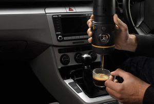 Description d'une machine à café portable pour voiture