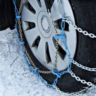 chaîne de neige pour l'hiver